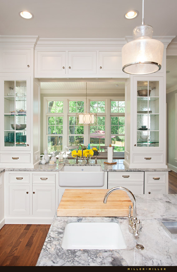 goregous white kitchen